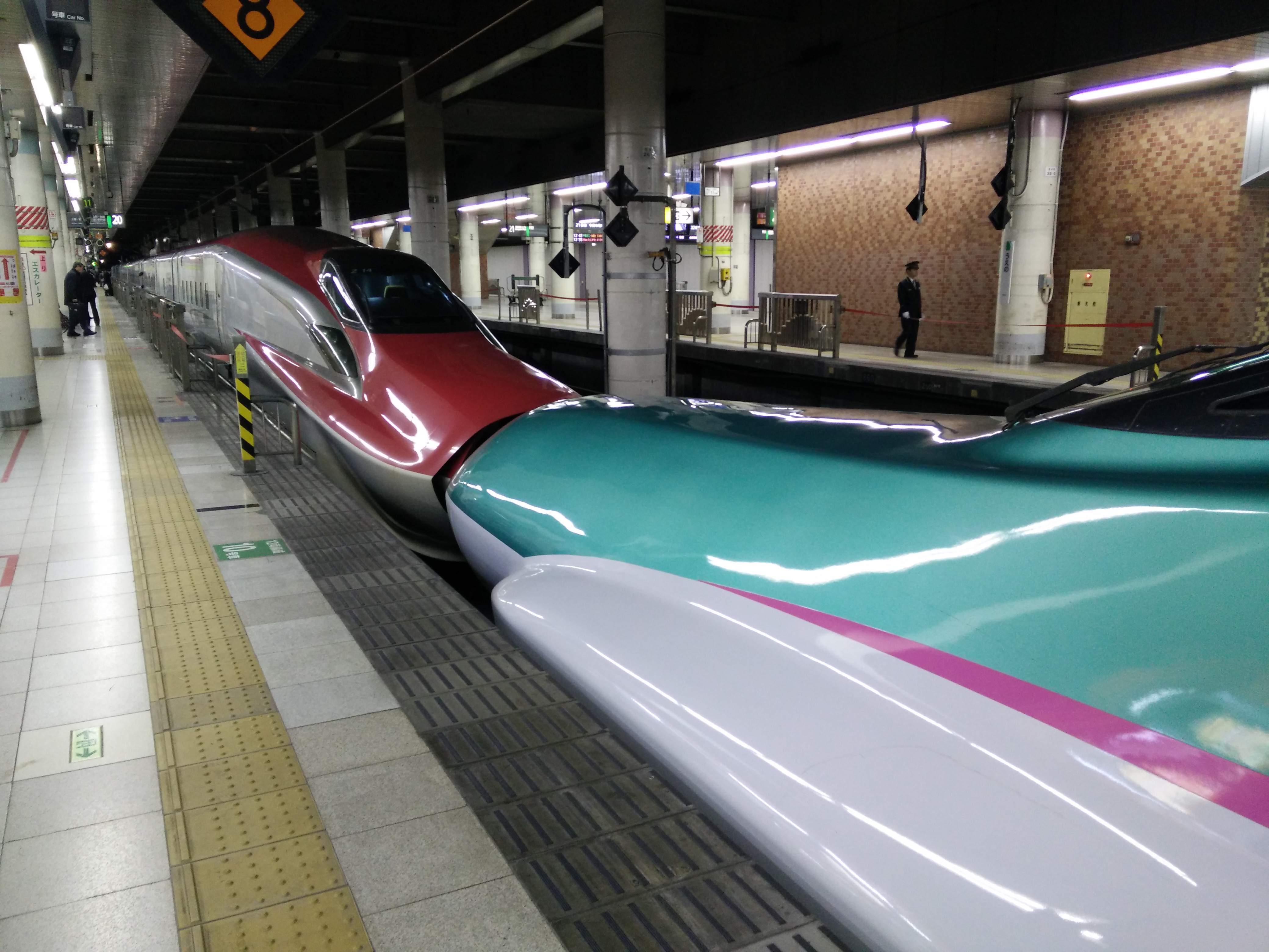 Undertegnede på tur med Shinkansen-toget i Japan fra Tokyo til Nagano station.
